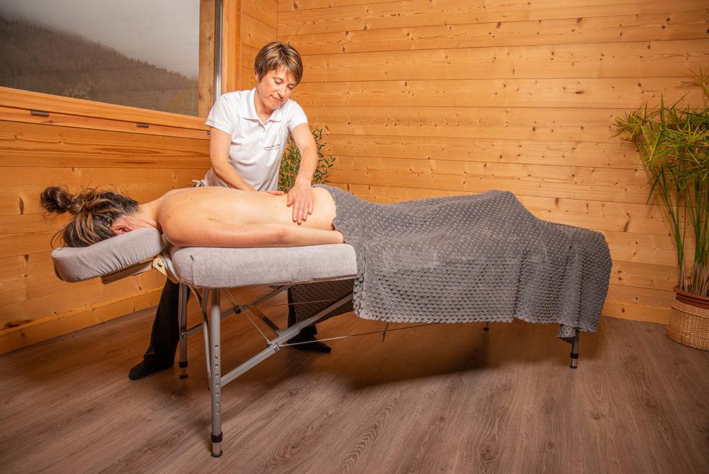 Massage suédois, massage sportif offrant détente musculaire et bien-être