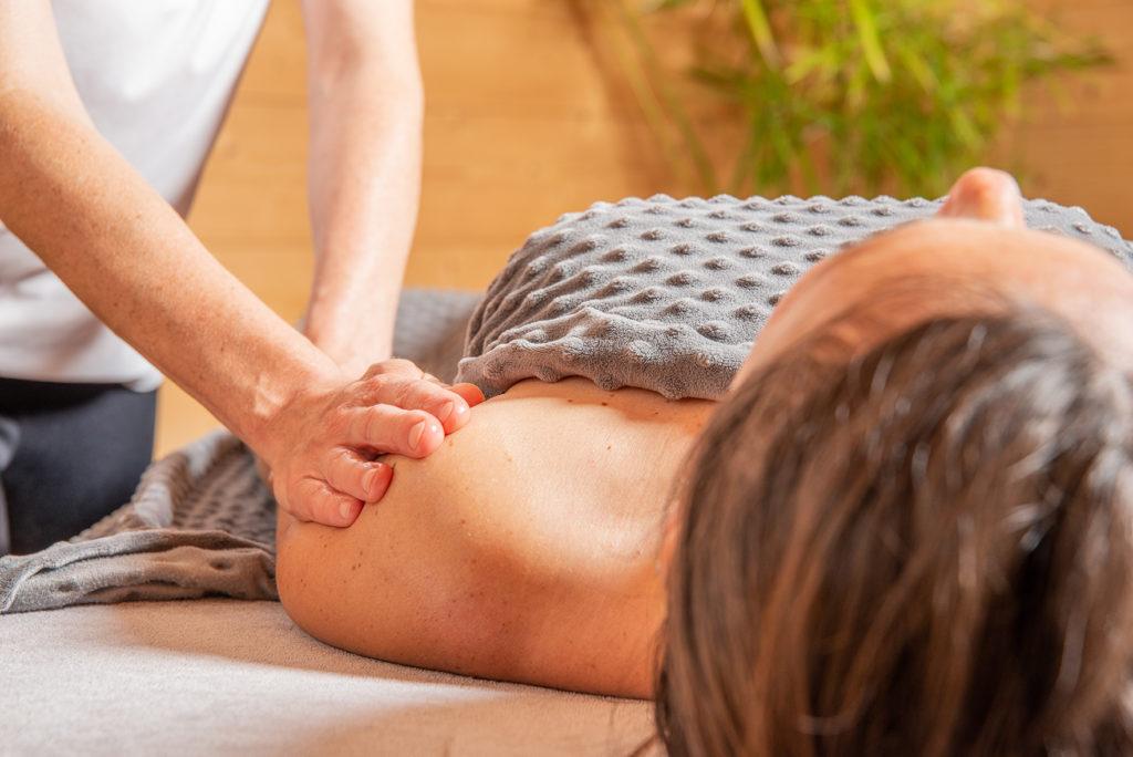 Massage relaxant pour apaiser muscles et articulations