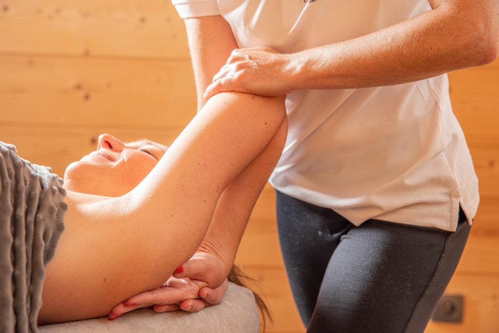 Massage sportif, récupération, étirements passifs